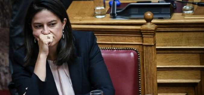 Η ΟΙΕΛΕ κατέθεσε μηνυτήρια αναφορά κατά της Υπουργού Παιδείας για τα κατεστραμμένα απουσιολόγια του Κολλεγίου Αθηνών και τους παράνομους τίτλους που εκδόθηκαν για μαθητές με πάνω από 400 απουσίες