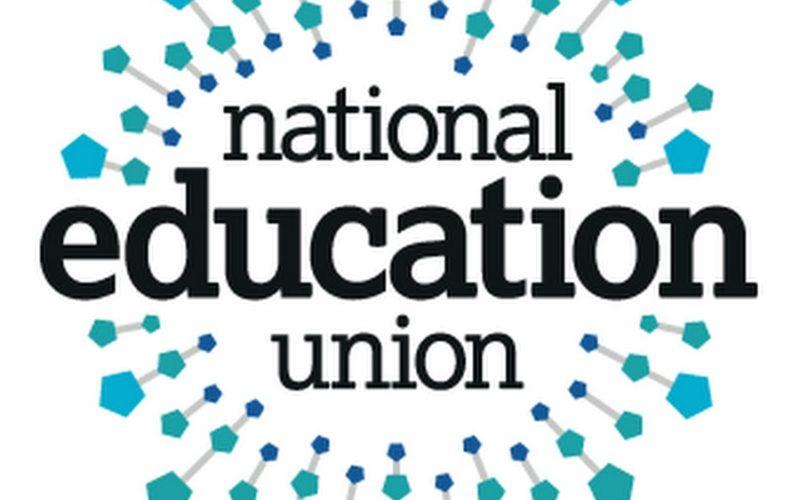 To Εθνικό Εκπαιδευτικό Συνδικάτο Ηνωμένου Βασιλείου στο πλευρό των εκπαιδευτικών Ομοσπονδιών (ΔΟΕ-ΟΛΜΕ-ΟΙΕΛΕ)