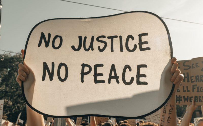 Μαύρη ημέρα για τη δικαιοσύνη, τραγέλαφος η απόφαση: Το Εφετείο, αφού δέχτηκε την προσφυγή της ΟΙΕΛΕ ότι η απεργία-αποχή δεν είναι παράνομη, αναγκάστηκε να την κρίνει ως …καταχρηστική (αλλά ωστόσο …παράνομη για τις άλλες δύο Ομοσπονδίες!!)